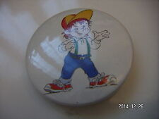 BOY IN BASEBALL CAP PICTURE BADGE