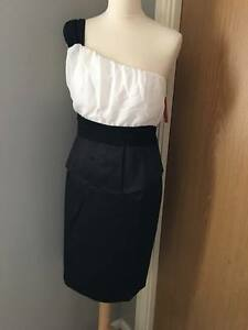 WOMAN'S NEW ONE SLEEVE BLACK WHITE PEPLUM STYLE EVENING PARTY DRESS SIZE 8 10 12