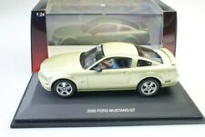 Autoart 1:24 Ford Mustang 2005 Gt