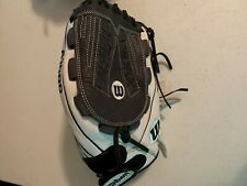 """Wilson A1000 Fastpitch RHT White/Navy/Black 12.5"""" Outfield Glove"""