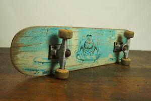 90er Vintage Skateboard Board Plate Iconic Classic Shelf Bookcase