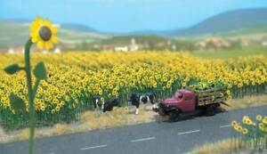 Walthers SceneMaster HO Scale Sunflower Field Kit (Makes 60 Plants)