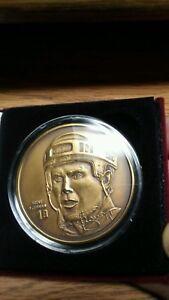 Steve Yzerman Highland Mint 1.5 Troy Ounce Bronze Elite Medallion Red Wings/2500