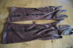 "PAIR of VINTAGE ""PROVA"" CHOCOLATE BROWN NYLON GLOVES Lace Inset Size 7 #G10"