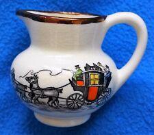 Grays Pottery Kanne Milchkännchen Hand bemalt Nummeriert      Kutsche und Spruch