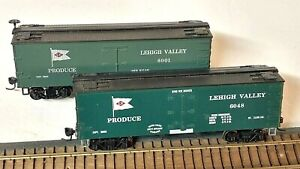 HO Scale, (2) Roundhouse Lehigh Valley Old-Time Produce Cars, Different Numbers