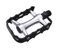 Wellgo M21 - Flat / Platform Mountain Bike Pedals - Black