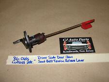 86 Olds Cutlass 2 Dr LEFT DOOR JAM SEAT BELT TENSION TENSIONER RELEASE LEVER ROD