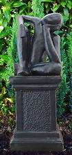 Gartenfigur Träumer mit Säule Gartenskulptur Steinfigur Mensch frostfest