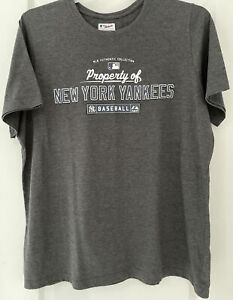 "Women's ""Property of NY Yankees"" Gray T-Shirt Sized 1 X, Cotton Blend"