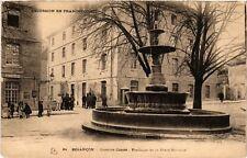 CPA  Besancon - Caserne Conde - Fontaine de la Place Marulaz  (487127)