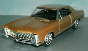 1/25 Scale 1965 Buick Riviera Gran Sport Coupe Diecast Model - Welly 24072 Gold