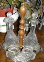 Huilier vinaigrier en regul décoration de feuilles, bois tourné et verre