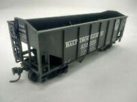 HO Scale ATHEARN 34' 2-Bay Rib Side Open Hopper - BALTIMORE & OHIO - B&O #233570