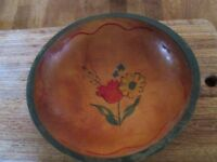 VTG Primitive 10 In Wooden Bowl Green Rim Hand-Painted Flower Rustic Farm Decor
