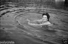 Femme en train de nager  - Ancien négatif photo an. 1940