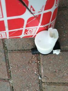 windscreen water bottle pump French.