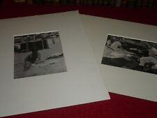 [MONSIEUR X ] TIRAGE ARGENTIQUE D'EPOQUE / 2 PHOTOS PLAGE & DEJEUNER Années 1930