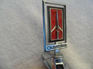1978-1979 OLDSMOBILE DELTA 88 98 FRONT PANEL ORNAMENT ASSEMBLY GM PART # 562208