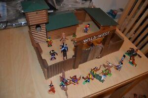 Wildwest Western Fort Holz 70er +Indianer, Cowboys, Soldaten DDR Timpo Britains