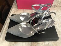 Touch Of Nina Dark Silver Women's Size 6.5 Heels