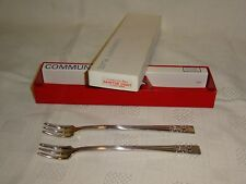 Boxed Vintage Set Of 2 Oneida Community Plate Hampton Court Pickle Forks