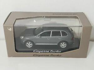 Voiture 1/43 MINICHAMPS Paul's Model Art PORSCHE Cayenne Turbo gris grey
