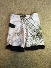 MAUI AND SONS BOARD SHORTS WHITE/BLACK, MEN'S 34 FRILLY TRIMMED LEGS SEE PIC Kd6