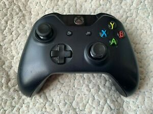 OFFICIAL XBOX ONE BLACK CONTROLLER 1537 (STICKING BUTTONS)