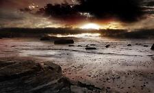 Incorniciato stampa-impostazione del sole in un oceano scuro Spiaggia (PICTURE POSTER SEA Waves ARTE