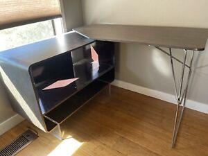 Arne Style Desk - B&B Italia - Designer: Antonio Citterio