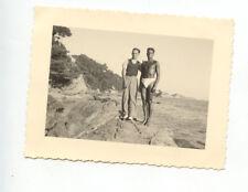 2 Hommes maillot de bain rochers plage mer - photo ancienne amateur an. 1933