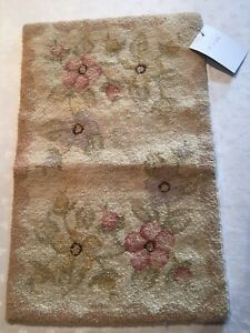"FLORAL PATTERN HAND MADE HOOKED TABLE TOPPER  12 1/2"" X 19"""