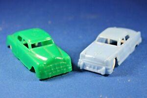 Plasticville - O-O27 - V-10 Vehicles - 2 Autos - Green & Blue (damage to both)