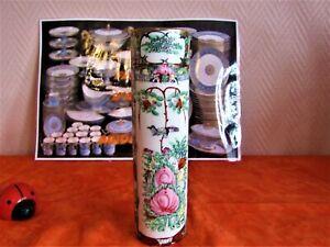 Vase rouleau en porcelaine de chine émaillé signé