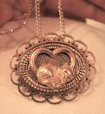 Handsome Loop Rim Textured Goldtne Lounging Kitty Cat Heart Pendant Necklace Pin
