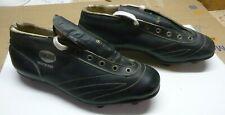 Ancienne paire de chaussure de football HUNGARIA en cuir Old Soccer Shoes