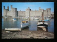 POSTCARD B45-15 CAERNARVONSHIRE CAERNAFON CASTLE - VIEW TOWARDS IT OVER WATER
