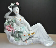 BEAUTIFUL VINTAGE PORCELAIN HAND PAINTED GEISHA WOMAN WITH FLOWERS STATUE