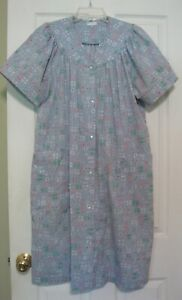 Robe housecoat duster Women's L Blue floral Snap front Quilted yoke EUC