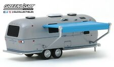 1:64 GreenLight *HITCHED HOMES #7* Airstream Double-Axle Land Yacht w/Awing NIP