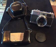 Vinrage MINOLTA HI MATIC 7s CAMERA JAPAN ROKKOR-PF 1:1.8 45mm With Case As-Is