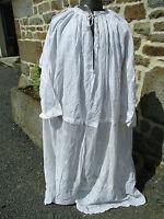 aube liturgique ancienne a dentelle, aube de prêtre en dentelle.
