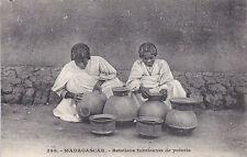 Carte postale MADAGASCAR 398 betsileos fabricants de poterie