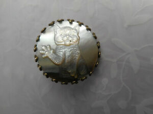 """Carved Pearl Kitten CAT Big Paws New MOP Button 13/16"""" NP"""