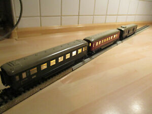 Märklin H0 / 800, Personenwagen 346 / 1, 346 / 2, 346 / 4. Zwei mit Licht.