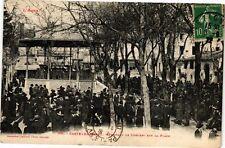 CPA Castelnaudary-Pendant le Concert sur la Place (260833)