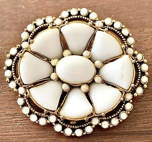 """BEAUTIFUL VINTAGE WHITE GLASS """"HOLLYCRAFT"""" BROOCH PIN"""