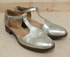 Clarks Silver Low Heel Sandals With T Bar Strap Size UK 4.5 (Hol)