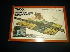 TYCO 928 Operating Signal Man With Lighted Shack  in Box. HO Scale